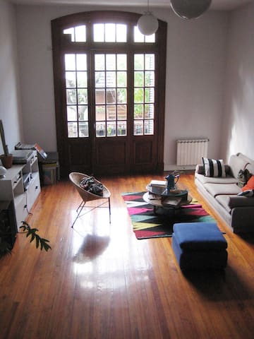 Spacious, sunny 19th cent. house (amplia, soleada) - Buenos Aires - Huis