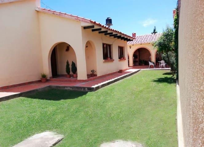 Casa independiente en zona residencial (4-5 pers)