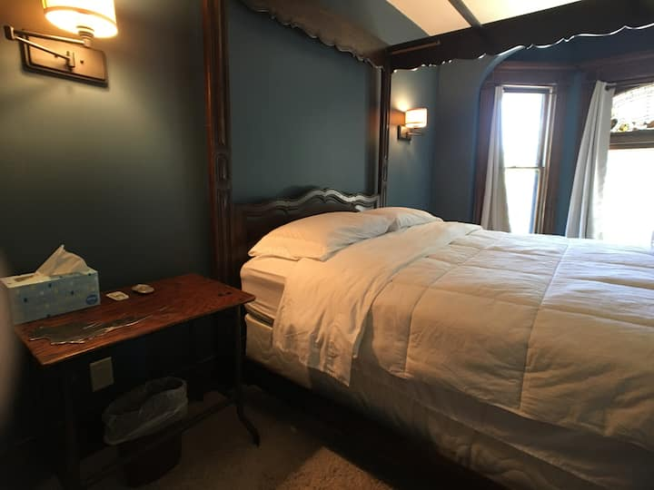 Master Bedroom-Historic Home*Near Uptown/Downtown