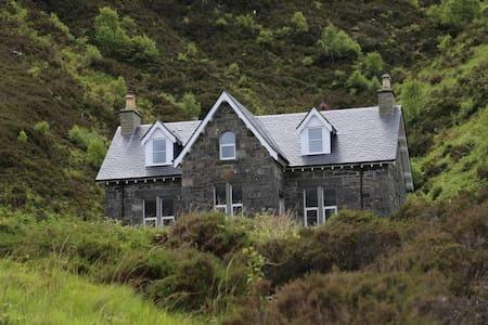 The Old School House, Eilean Shona - Acharacle - Rumah
