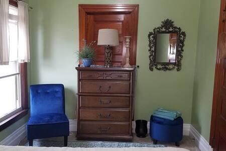 Victorian Villa Green Room