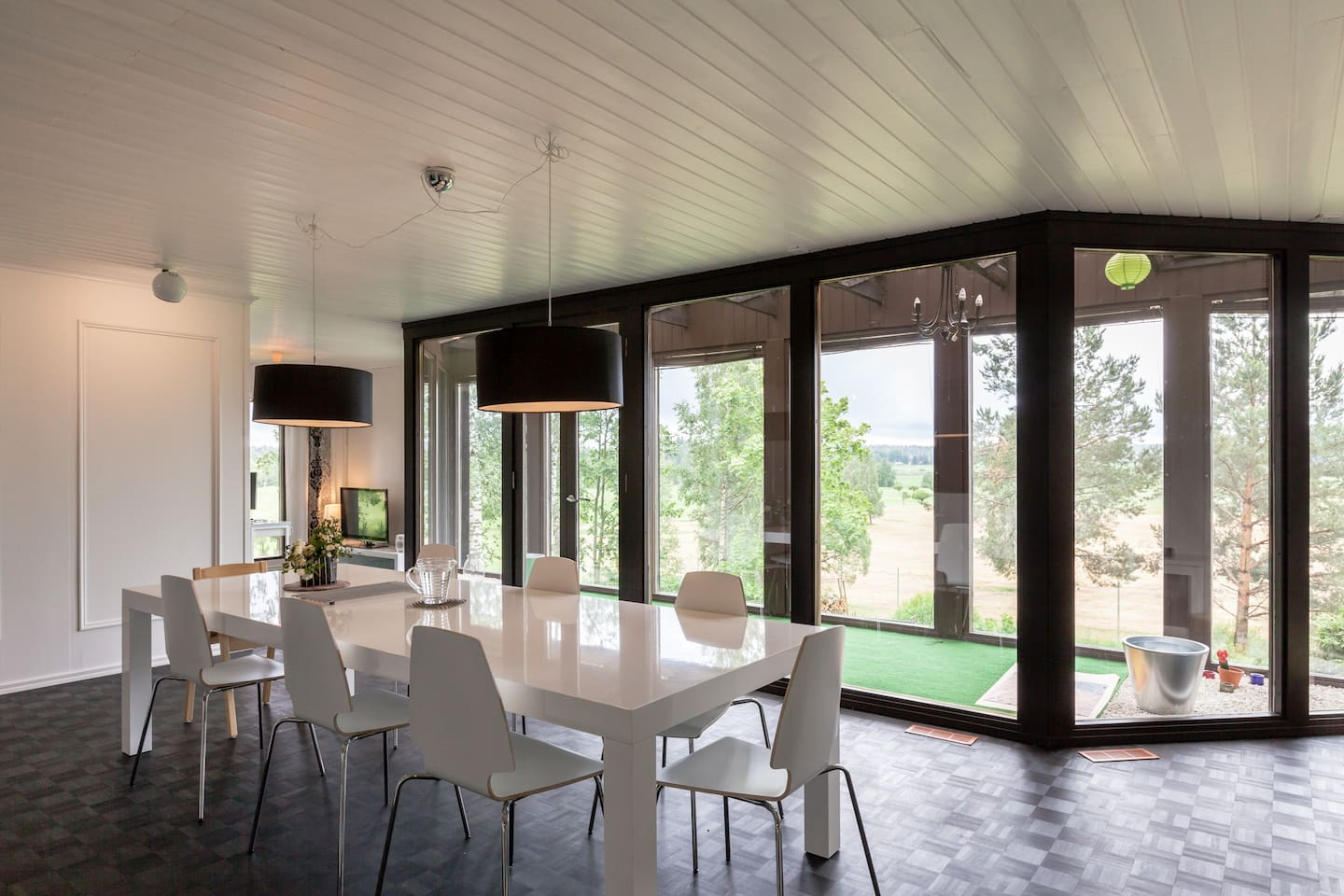 Dining room with a view to the golf course.