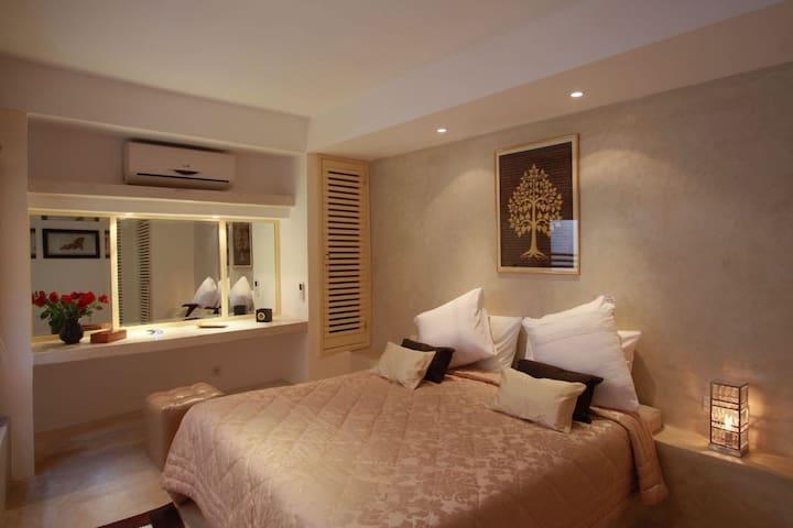 Chambre :lit king size+salle de bain