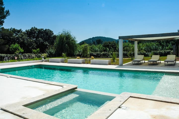MAGNIFICENT VILLA  (sleeps 10/12) - Cuers - House