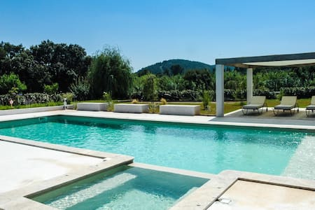 MAGNIFICENT VILLA  (sleeps 10/12) - Cuers