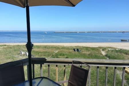 Ocean front condo by Macmillan Pier - Provincetown - Apartament