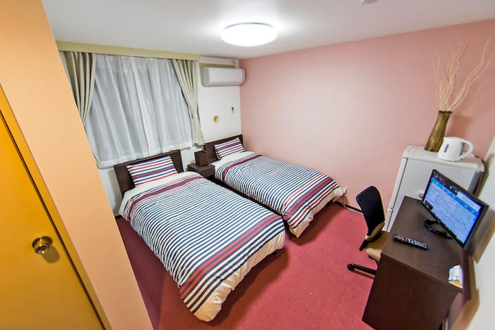 Completely Private Room! In The Heart Of Tokyo!