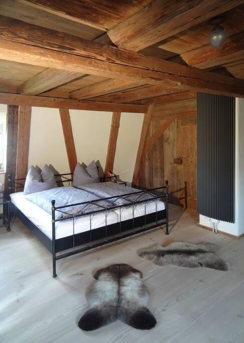 Elternschlafzimmer im Dachgeschoss.