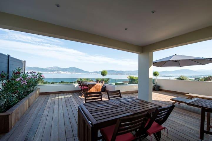 appartement terrasse et vue sur mer