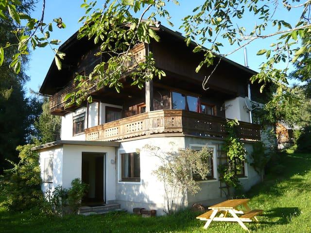 Almhaus mit Blick über halb Kärnten - St.Urban - Apartment