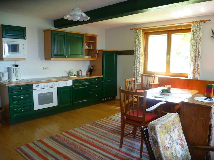 Wohnküche und Eßtisch