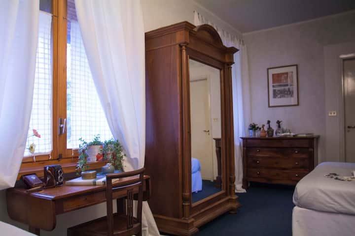 elegante camera con bagno privato