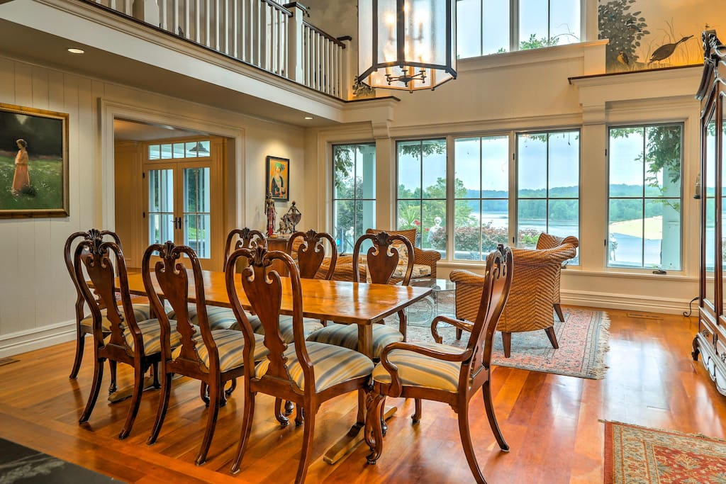 Look forward to making memories in this stunning villa overlooking the Hudson.