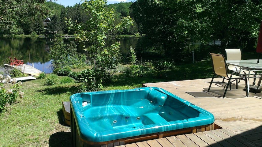 Private, waterfront chalet with spa - Amherst