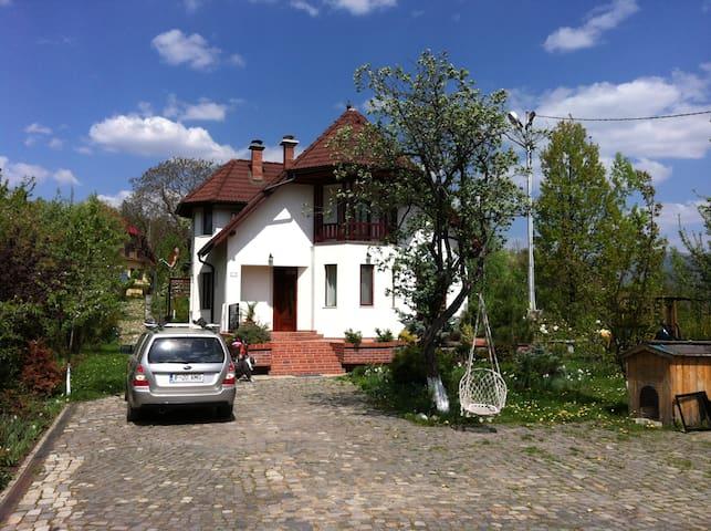 Villa Gradinarilor - Comarnic - Villa