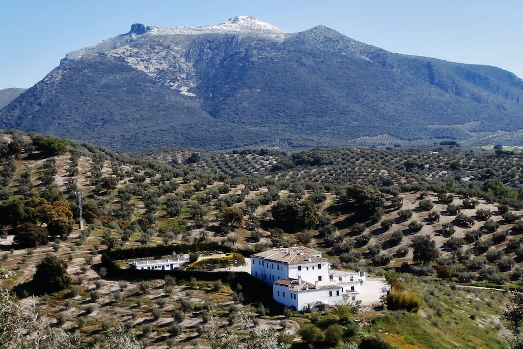 Cortijo La Presa is set in stunning mountain scenery