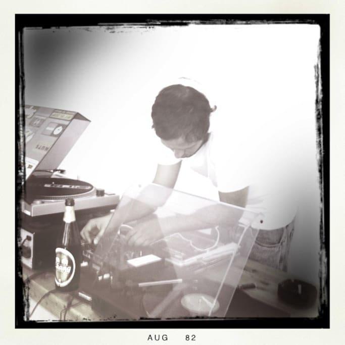 DJ Bohemien-Bourgeoise. 2012