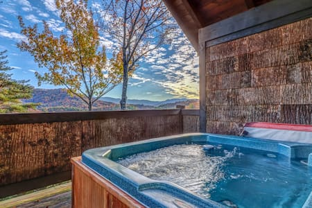Mountain view cabin w/ private hot tub & deck - minutes from national park!