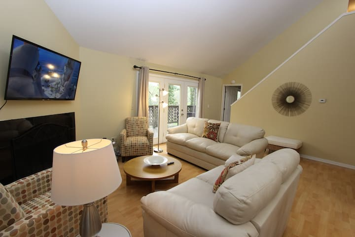 Where Movies Are Made! Sandy Springs, Spectacular Views with Modern Amenities - Sandy Springs - Huis