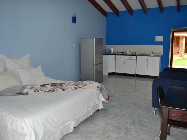 Impact Self Catering - Twin Suite 6
