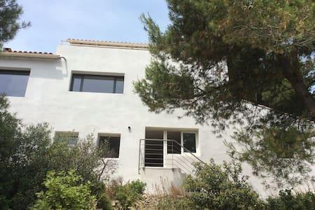 Appartement T3 avec vue magnifique et jardin - Aramon - Casa