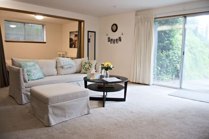 Bellevue Cozy Guest Suite - Great Location
