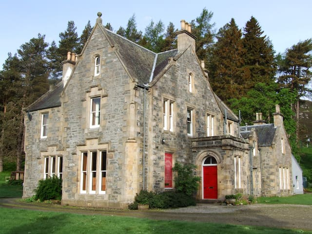 Crubenmore Lodge Scottish Highlands - Newtonmore - House