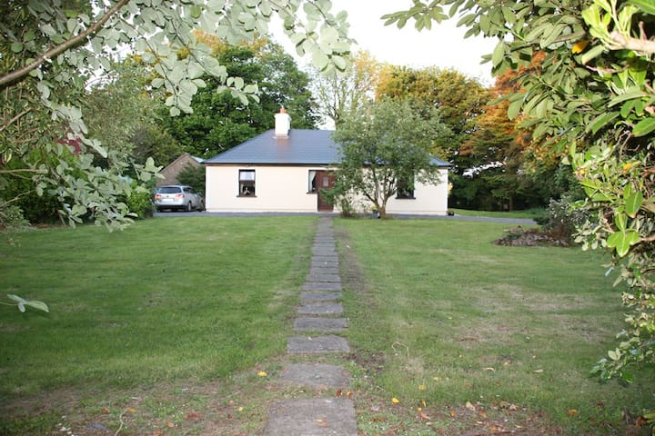 Cullentragh Cottage in the Mayo Countyside - Claremorris Co.  - Houten huisje