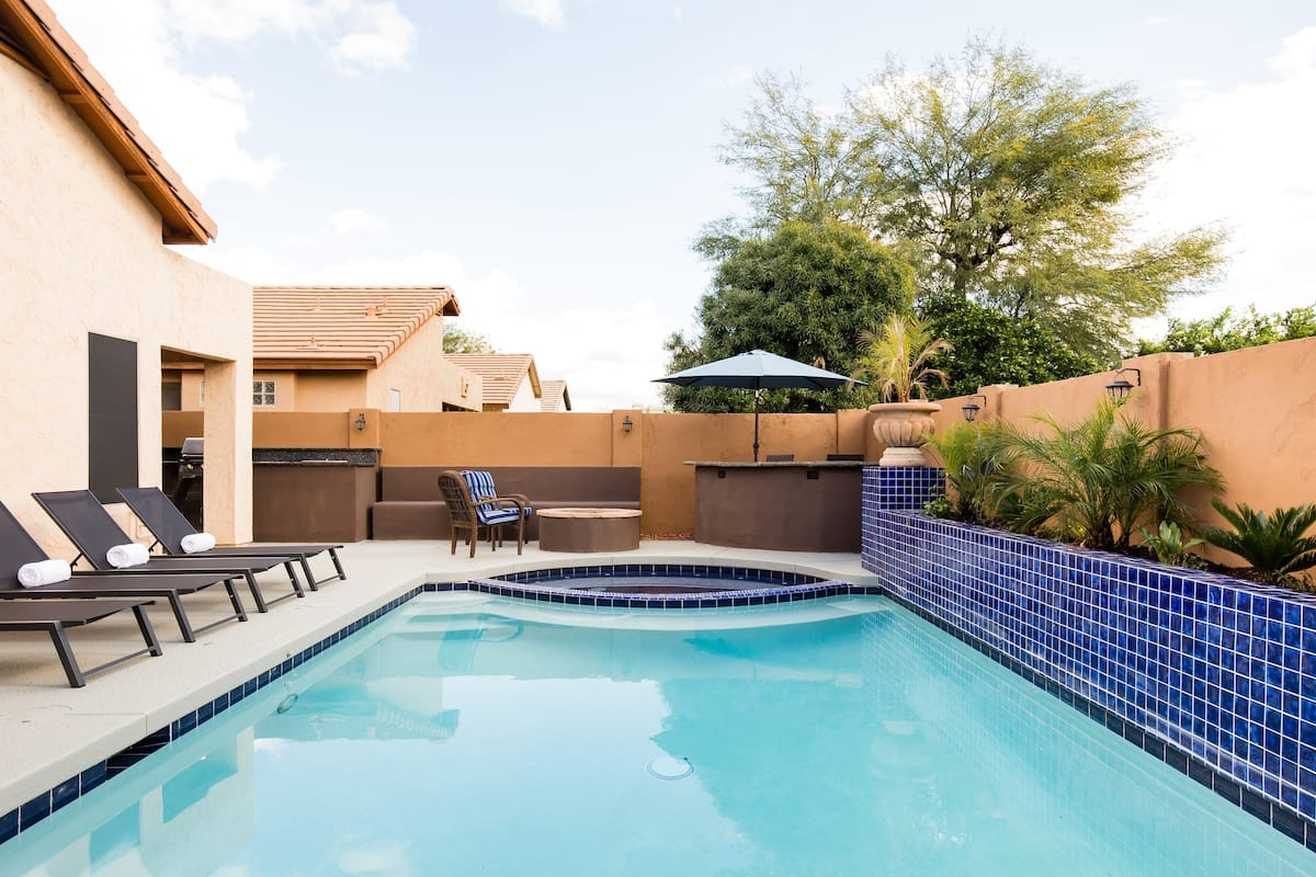 Grill and Splash by the Pool in a Desert Ridge Oasis