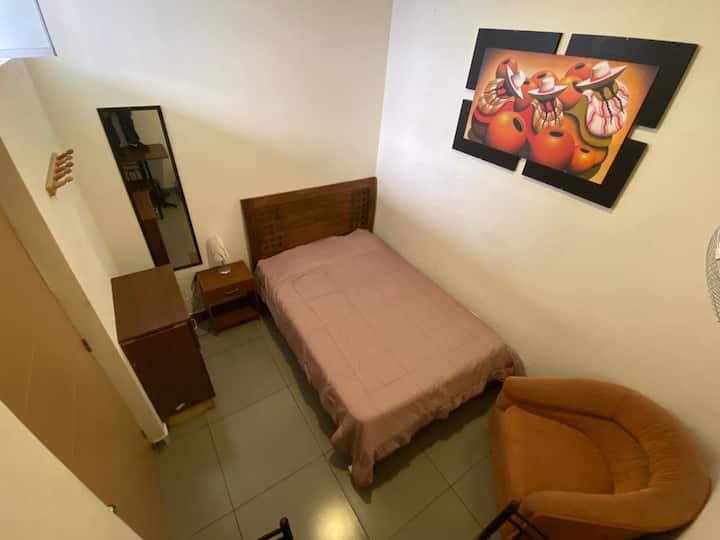 LIMA HOUSE HOSTEL: Habitación Matrimonial