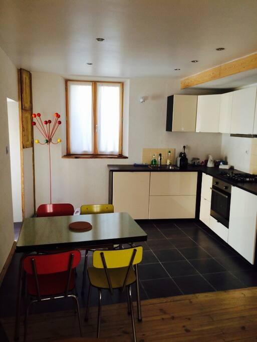 Cuisine équipée, four, lave vaisselle, machine à café, appareil à raclette/brasserade, fondue etc....