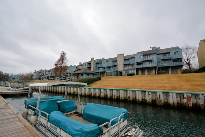 Riverfront Townhouse Minutes from Master's
