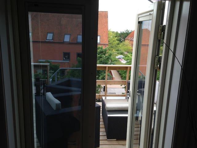 1.sals lejlighed med tagterrasse - Hillerød - Appartement