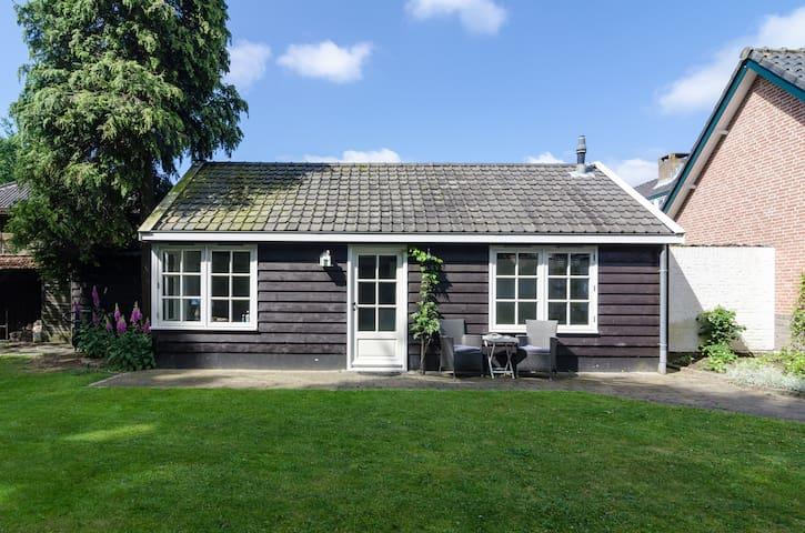 Garden Guesthouse in Laren - Laren - Houten huisje
