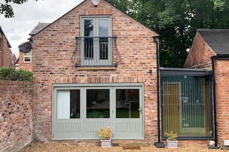 Detached Victorian Coach House for 2