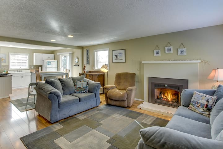 Updated, dog-friendly cottage with outdoor firepit, three blocks from the beach