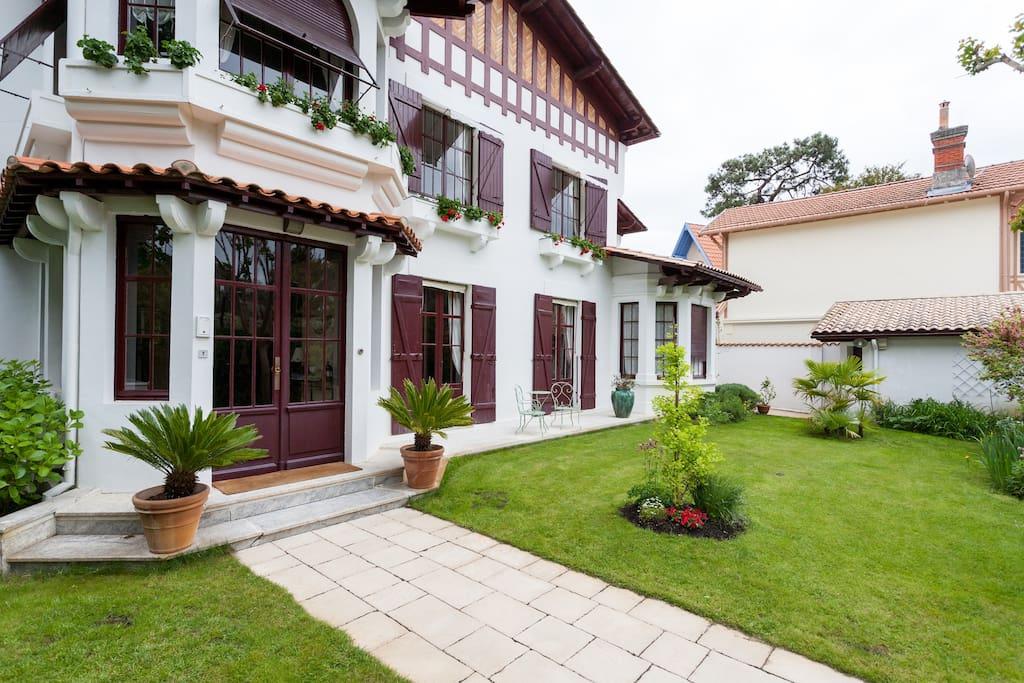 grand jardin en façade