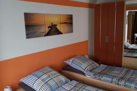 Zimmer mit Balkon - Wesseling - Talo