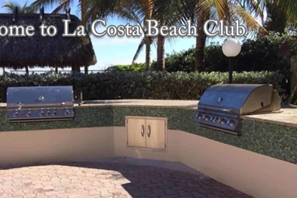 Outdoor bbq and tiki hut