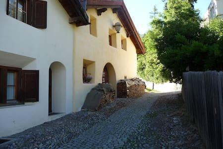 Gemütliches Studio für 1-2 Personen - Scuol - บ้าน