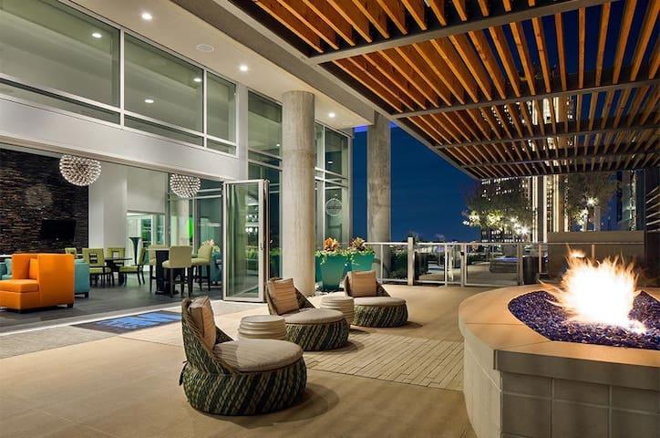 Luxury High Rise Apt in Uptown