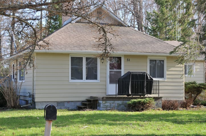 4Bdrm- Charming Lake Simcoe Cottage Steps to Water - Innisfil - Chatka