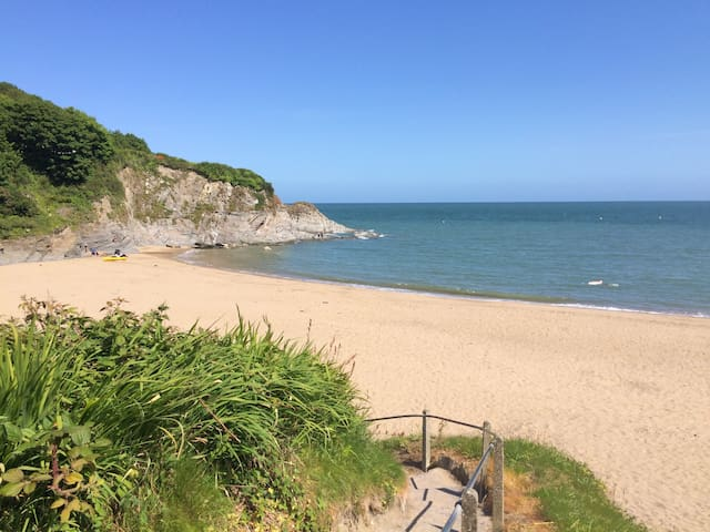 Aberporth beach 5 mins away