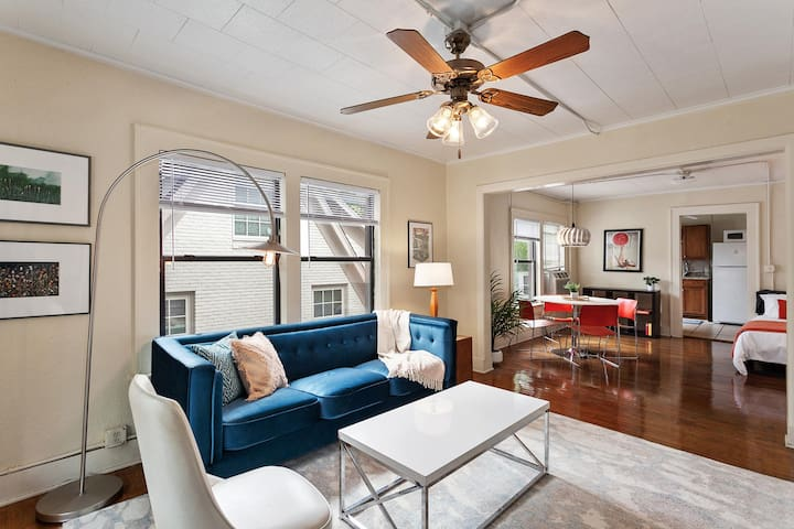 The 1925 * BRAND NEW! * Historic Downtown Apartment ON Square