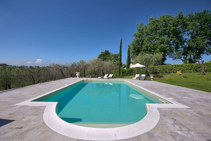 Holiday home in Sabina hills, swimming pool, fenced garden, large garden