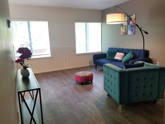 Downtown One Bedroom Close to Seattle Center 3A