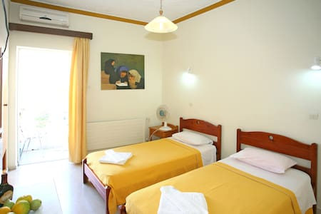 Family Bikakis Rooms & Apartments - Kissamos