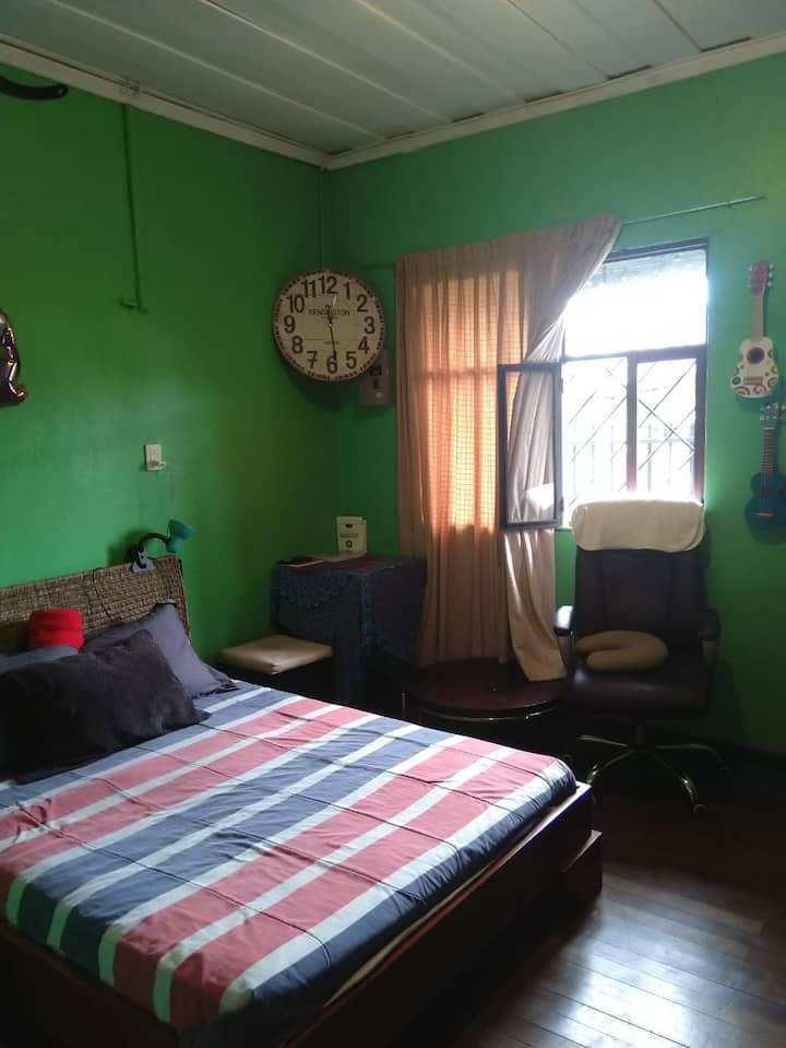 Room w/Queen bed / Habit cama matrimonial, Zapote