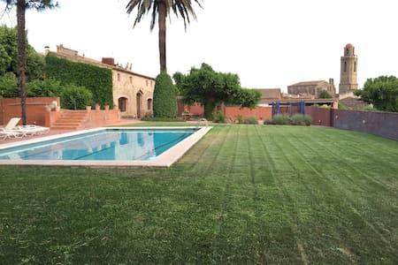 Ferienhaus mit Pool für 8 Personen - Corçà
