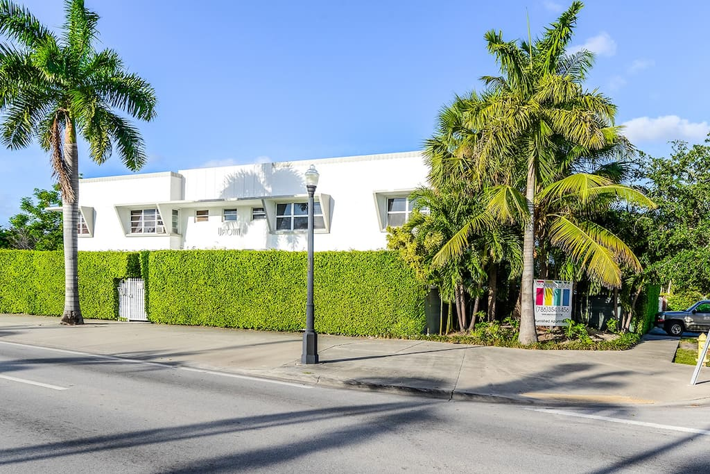 OUR TYPICAL MIAMI 50S STYLE BUILDING,FREE PARKING ON THE SIDE